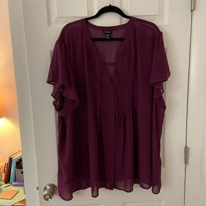 Size 5 Torrid Mulberry blouse 👚 smocked with tie